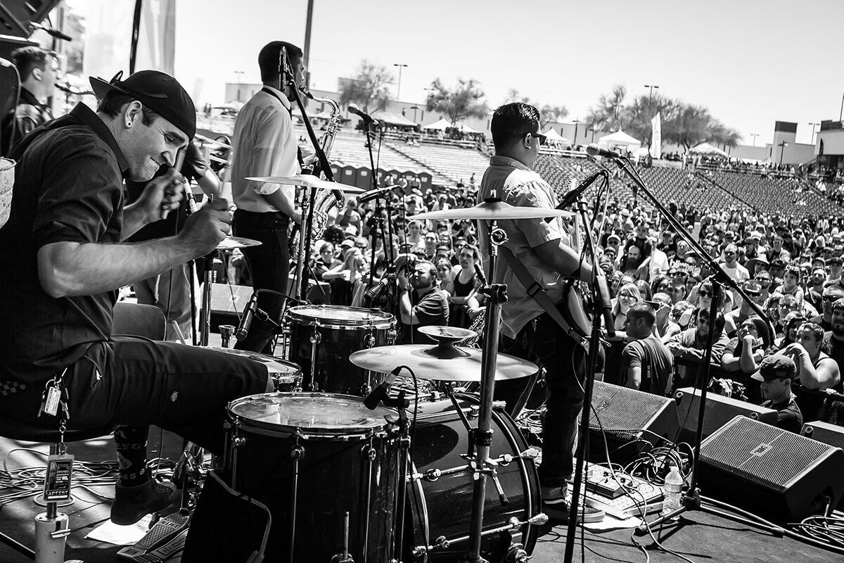 Endless Pursuit rocking the crowd during KFMA (radio) Day.